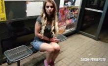Aische Pervers – Nachts an der Bushaltestelle gefickt