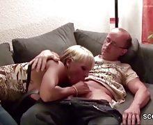 Sexy Cora – Vater der besten Freundin gefickt