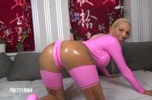 Pretty Nina – Blonde Wichsvorlage im hautengen Latex