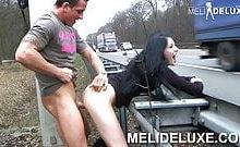 Meli Deluxe – Neben der Autobahn gefickt