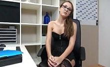 SexxyGirl – Im Büro vom Chef gefickt