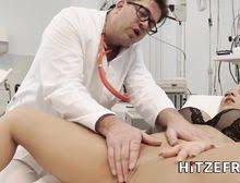 LilliVanilli wird von ihrem Hausarzt gefickt