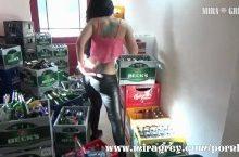 Mira Grey – Als Aushilfe im Getränkemarkt gefickt