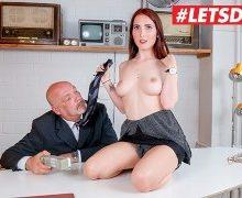 Lou Nesbit – Alter Chef fickt junge Sekretärin